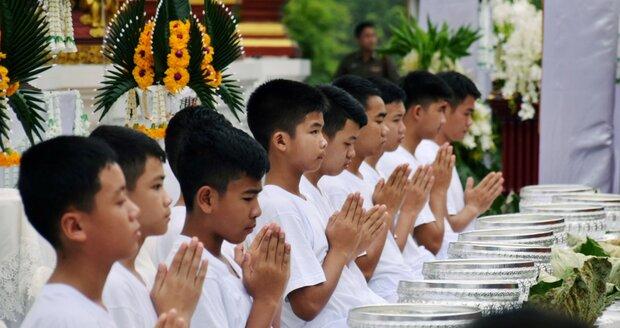 Už jsou opravdu Thajci. Chlapci z jeskyně a jejich trenér získali konečně občanství