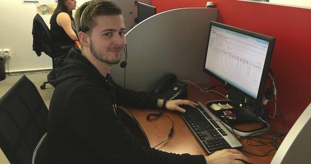 Operátor call centra Vít Mudrik vám vysvětlí možnosti úspor u plynu a elektřiny.