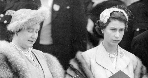 Královna Alžběta s matkou