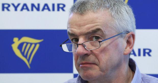 Šéf aerolinek si upřel prémie přes 25 milionů. Ryanair zrušil tisíce letů