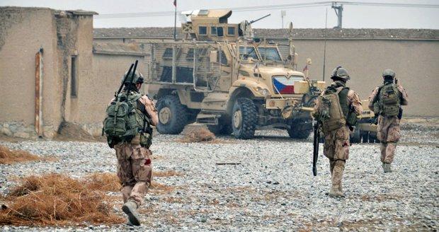 V Afghánistánu zabili českého vojáka, další dva zranili. Útočil místní voják, tvrdí NATO