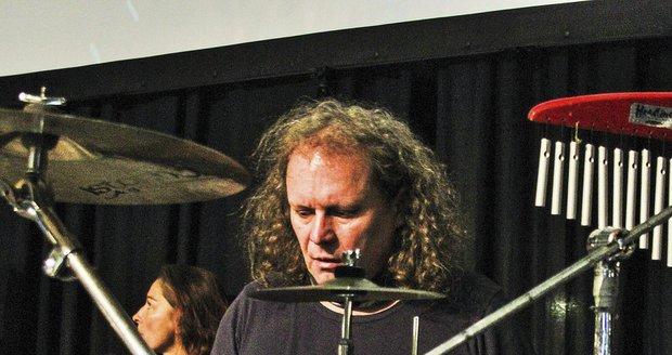 Bubeník kapely Fešáci Martin Melničenko