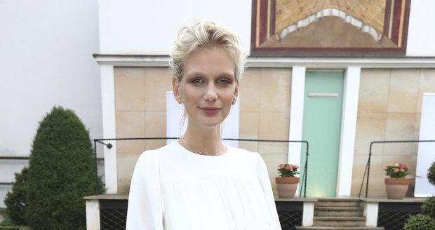Modelka Zuzana Stráská porodila dceru.