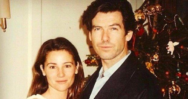 Pierce Brosnan s Keely v roce 1994, tohle byly jejich první společné Vánoce