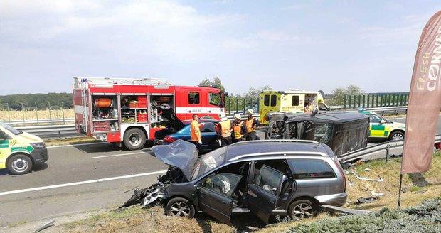 Vážná nehoda na Nymbursku: Srážka osobáku s dodávkou si vyžádala zranění