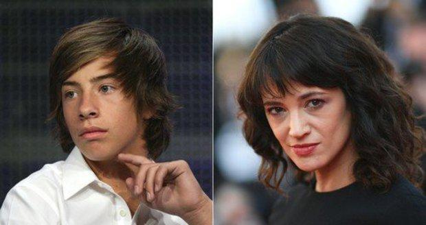 Trapas italské herečky: Rozpoutala kampaň #MeToo, sama prý sexuálně zaútočila na mladšího kolegu