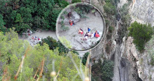 Nejméně 10 mrtých turistů v italských soutěskách. Překvapila je průtrž mračen