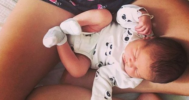 Herečka Míša Tomešová ukázala syna Jonáše i břicho tři dny po porodu