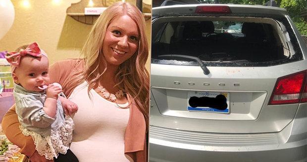 Dceru zamkla v rozpáleném autě! Policie odmítla přijet na pomoc! Šokující vysvětlení