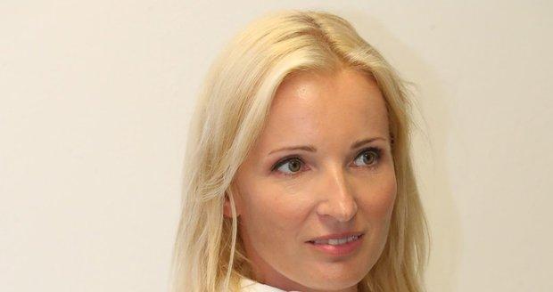 Petra Paroubková viní Jiřího Paroubka z domácího násilí. Ten to má za bláboly. Řekla to v rozhovoru pro Blesk v srpnu 2018.