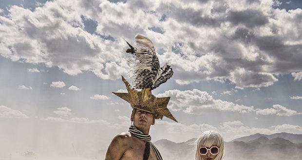 Burning Man je festival plný svobody. Někteří návštěvníci tu chodí dokonce nazí a nikomu to nepřijde divné.