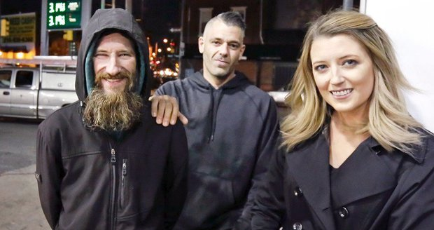 Pár vybral pro bezdomovce 8,8 milionu. Peníze mu nedali, radši si koupili BMW
