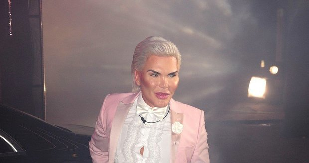 Živý Ken Rodrigo Alves v reality show Big Brother