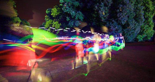 Neonový běh na Vypichu.