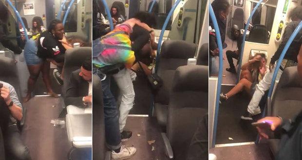 Drsná bitka ve vlaku: Žena dostala od agresorky salvu pěstí, do mely se pak přimotali dva rváči