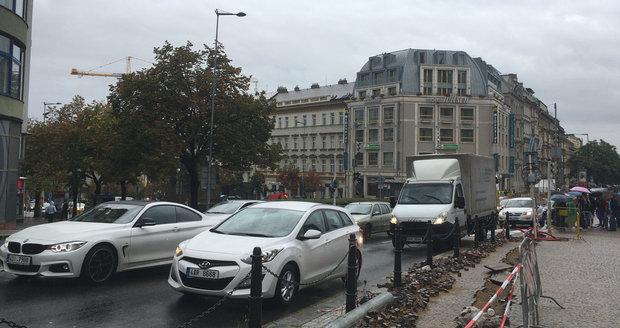 Třetině Pražanů se dle průzkumu nevyplatí provoz auta v metropoli. (Ilustrační foto)