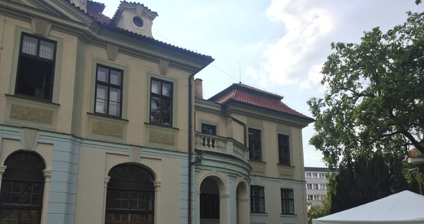 Ani ve druhém výběrovém řízení nikdo neprojevil zájem o pronájem areálu barokního zámku Veleslavín v Praze 6.