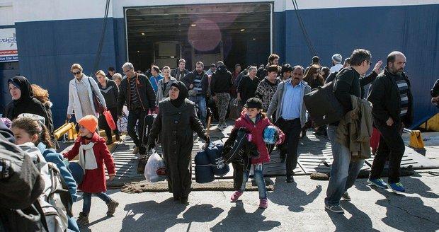 Do Evropy může přijít až 22 milionů uprchlíků, varuje eurokomisař. Jak je chce zastavit?