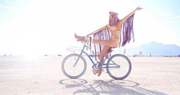Nikol Moravcová na festivalu Burning Man