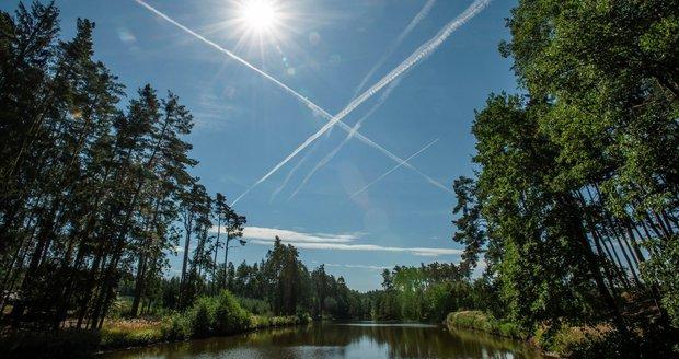 Teplotně nadprůměrné počasí vydrží v Česku i následující dva týdny, teploty ale budou postupně klesat. V druhé půlce listopadu se teploty v noci už budou pohybovat kolem nuly a denní nepřekročí deset stupňů Celsia.(ilustrační foto)