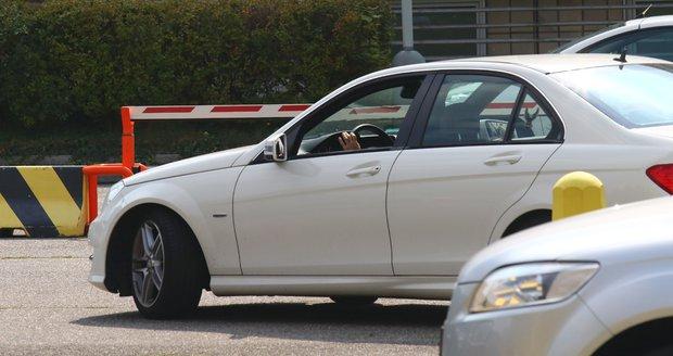 Dalibor Gondík a Alice Stodůlková přijeli na trénink StarDance autem.