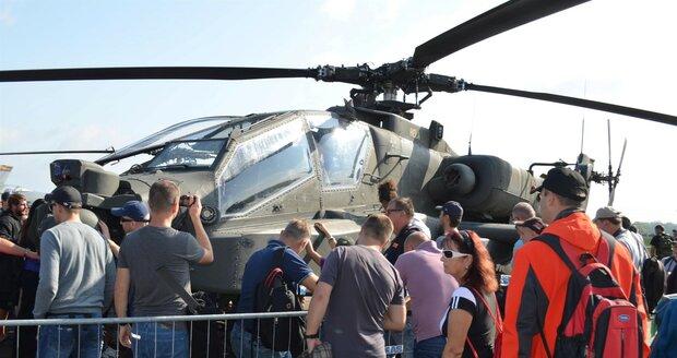 Vrtulník UH-1Y známý jako Yankee přiletěl do Česka v historii vůbec poprvé.