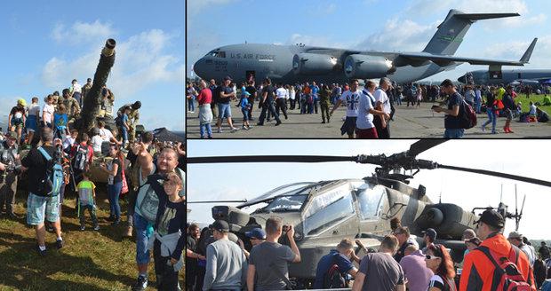 Mošnov ohlušovaly Dny NATO: Diváky lákal bitevník B-52, v obležení byl i vrtulník Yankee a pozemní technika