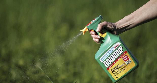 Na pole a zahradu od ledna bez glyfosátu: Zemědělce zaskočil zákaz herbicidu