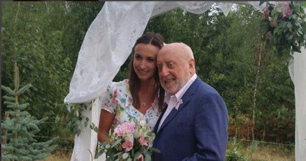 Lucie Gelemová chytila svatební kytici.