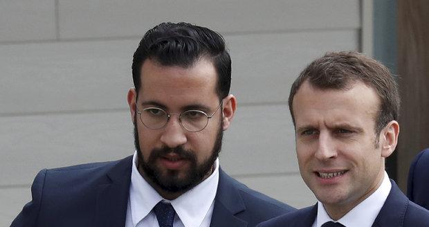 """Macronův """"exmilenec"""" ve vazbě. Dohnala ho kauza, která otřásla Elysejským palácem"""