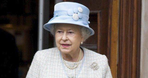 """Vystrašená Anglie má tajný plán: Počítá s """"uklizením"""" královny Alžběty!"""