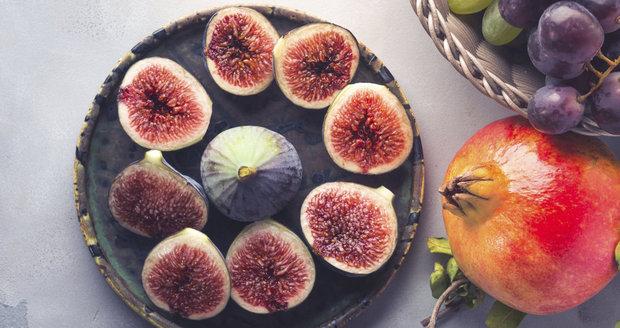 Mezi zázračné potraviny patří fíky i granátové jablko.