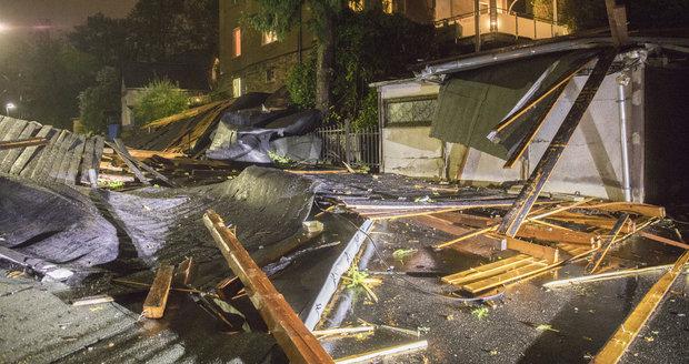 Bouře Fabienne nadělala škody za desítky milionů. Ničila střechy, okna i fasády