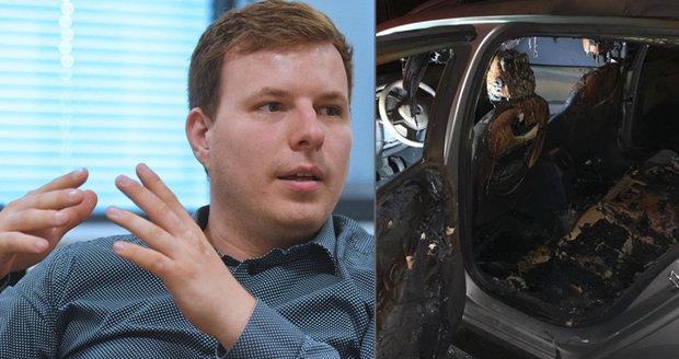 Náměstkovi chomutovského primátora hodili do auta zápalnou lahev: Pomsta nebo protikampaň?