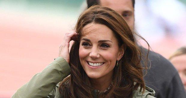 Vévodkyně Kate Middleton na návštěvě lesní školky.