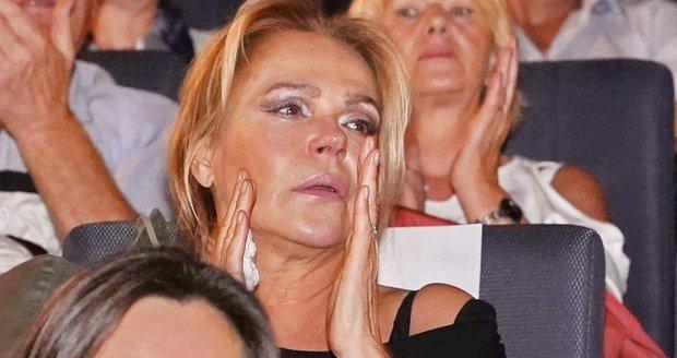 Dagmar Havlová v slzách na premiéře filmu Toman
