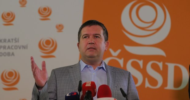 """Hamáček po volebním propadáku: """"Půjdu žádat vedení strany o důvěru"""""""