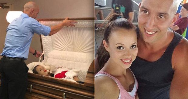 Těhotnou ženu zabil v autě šampion v boxu: V rakvi objímá nenarozenou dceru