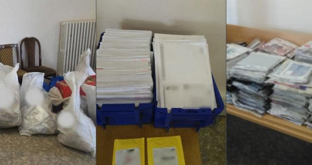 Slovenská pošťačka v Prostějově nedoručovala zásilky: Doma jich měla 8 pytlů, některé otevřela