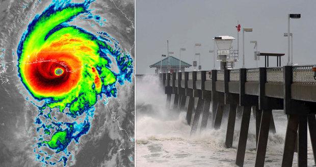Hurikán Michael za sebou zanechal zpustošené pobřeží USA a tři mrtvé. Už ale zeslábl