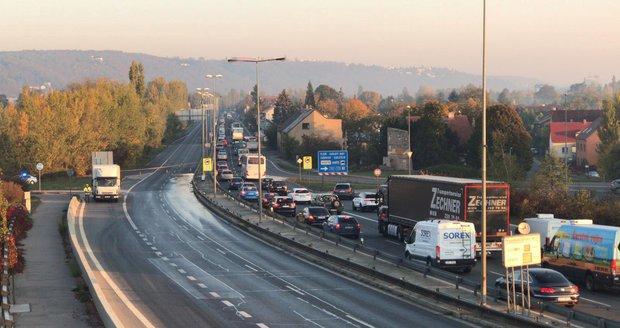 Ve Strakonické se bude demolovat a stavět nový most, silničáři na čas ulici uzavřou.