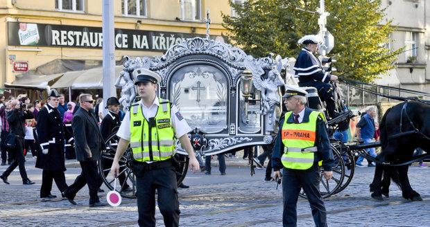 Pompézní smuteční průvod Jana Kočky (†28) uzavřel Vinohradskou ulici: Kolik to stálo daňové poplatníky?