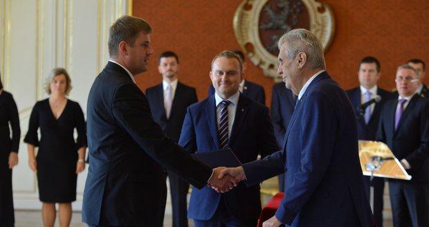 Zeman jmenoval Petříčka ministrem zahraničí. Na Hradě poděkoval i sám sobě
