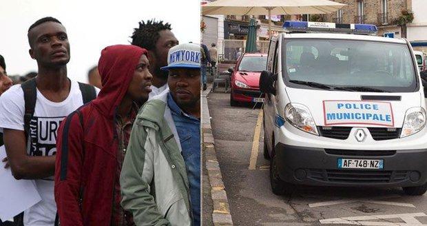Četníci vyvezli migranty z Francie do lesa za hranicemi. Italové zuří