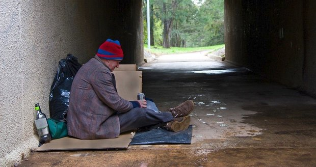 Podchlazenému bezdomovci už nebylo pomoci. Ilustrační foto