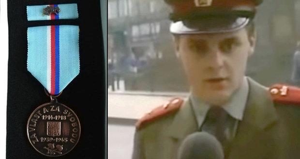 """""""Mlátička"""" Ondráček dostal metál od bojovníků za svobodu. Neřekne za co"""