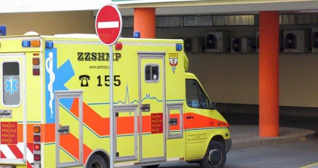 Osmnáctiletý mladík spadl z Jiráskova mostu na Náplavku. Utrpěl několik zlomenin. (ilustrační foto)