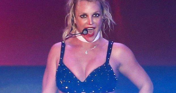 Nestoudné vystoupení Britney Spears