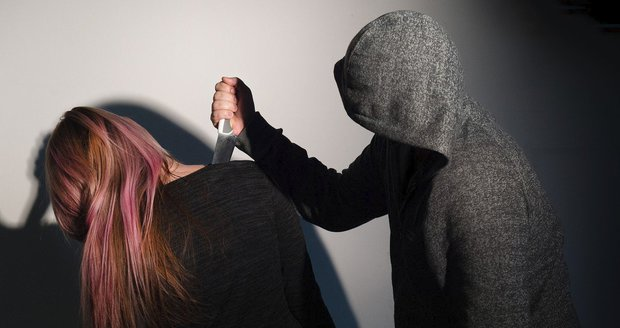 Miroslav (56) zasadil vlastní matce 44 ran nožem! Žena (77) bojuje o život