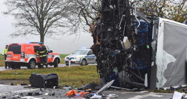 Na Štěrboholské spojce se srazil osobní vůz s náklaďákem. (Ilustrační foto)